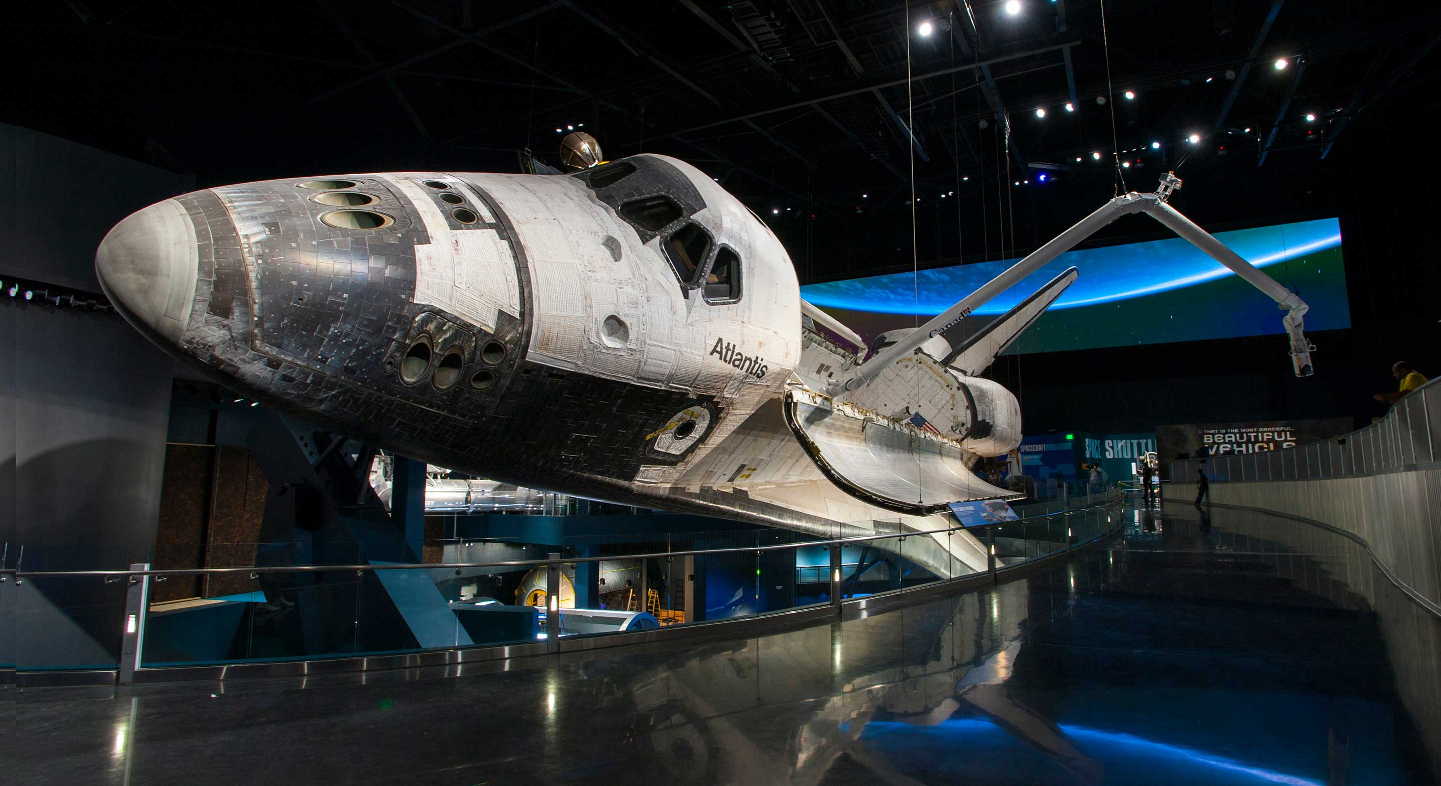Kennedy-Space-Center-Visitor_Space-Shuttle-Atlantis_2